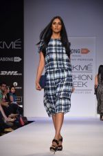 Model walk for Dorothy Perkins Show at LFW 2014 Day 2 in Grand Hyatt, Mumbai on 13th March 2014 (110)_53229cc08a846.JPG