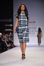Model walk for Dorothy Perkins Show at LFW 2014 Day 2 in Grand Hyatt, Mumbai on 13th March 2014 (111)_53229cc0ef81f.JPG