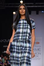 Model walk for Dorothy Perkins Show at LFW 2014 Day 2 in Grand Hyatt, Mumbai on 13th March 2014 (112)_53229cc160b5b.JPG