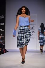 Model walk for Dorothy Perkins Show at LFW 2014 Day 2 in Grand Hyatt, Mumbai on 13th March 2014 (113)_53229cc1b6eed.JPG