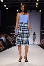 Model walk for Dorothy Perkins Show at LFW 2014 Day 2 in Grand Hyatt, Mumbai on 13th March 2014 (115)_53229cc2779a5.JPG