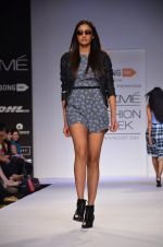 Model walk for Dorothy Perkins Show at LFW 2014 Day 2 in Grand Hyatt, Mumbai on 13th March 2014 (117)_53229cc331e35.JPG