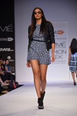 Model walk for Dorothy Perkins Show at LFW 2014 Day 2 in Grand Hyatt, Mumbai on 13th March 2014 (118)_53229cc3964f8.JPG