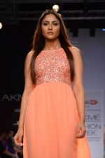 Model walk for Dorothy Perkins Show at LFW 2014 Day 2 in Grand Hyatt, Mumbai on 13th March 2014 (173)_53229cd88754e.JPG