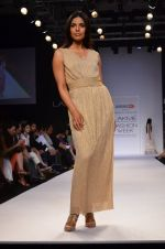 Model walk for Dorothy Perkins Show at LFW 2014 Day 2 in Grand Hyatt, Mumbai on 13th March 2014 (179)_53229cdaadcc0.JPG