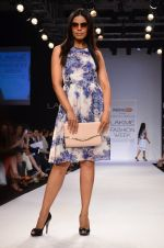 Model walk for Dorothy Perkins Show at LFW 2014 Day 2 in Grand Hyatt, Mumbai on 13th March 2014 (29)_53229ca08a726.JPG