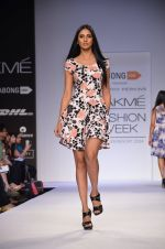 Model walk for Dorothy Perkins Show at LFW 2014 Day 2 in Grand Hyatt, Mumbai on 13th March 2014 (31)_53229ca1515ad.JPG