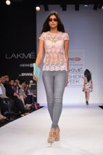 Model walk for Dorothy Perkins Show at LFW 2014 Day 2 in Grand Hyatt, Mumbai on 13th March 2014 (40)_53229ca499f0f.JPG