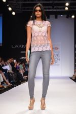 Model walk for Dorothy Perkins Show at LFW 2014 Day 2 in Grand Hyatt, Mumbai on 13th March 2014 (43)_53229ca5af07d.JPG