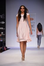 Model walk for Dorothy Perkins Show at LFW 2014 Day 2 in Grand Hyatt, Mumbai on 13th March 2014 (44)_53229ca611f4d.JPG