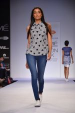 Model walk for Dorothy Perkins Show at LFW 2014 Day 2 in Grand Hyatt, Mumbai on 13th March 2014 (65)_53229cadd3c98.JPG