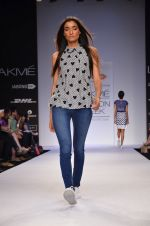 Model walk for Dorothy Perkins Show at LFW 2014 Day 2 in Grand Hyatt, Mumbai on 13th March 2014 (66)_53229cae3b731.JPG