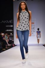 Model walk for Dorothy Perkins Show at LFW 2014 Day 2 in Grand Hyatt, Mumbai on 13th March 2014 (67)_53229cae92db7.JPG
