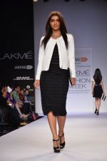 Model walk for Dorothy Perkins Show at LFW 2014 Day 2 in Grand Hyatt, Mumbai on 13th March 2014 (77)_53229cb23b6a1.JPG