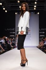 Model walk for Dorothy Perkins Show at LFW 2014 Day 2 in Grand Hyatt, Mumbai on 13th March 2014 (80)_53229cb45c9f2.JPG