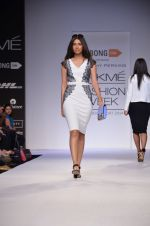 Model walk for Dorothy Perkins Show at LFW 2014 Day 2 in Grand Hyatt, Mumbai on 13th March 2014 (81)_53229cb4b7706.JPG