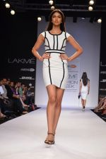Model walk for Dorothy Perkins Show at LFW 2014 Day 2 in Grand Hyatt, Mumbai on 13th March 2014 (85)_53229cb63d67c.JPG