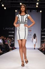 Model walk for Dorothy Perkins Show at LFW 2014 Day 2 in Grand Hyatt, Mumbai on 13th March 2014 (86)_53229cb69f40a.JPG