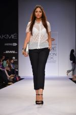Model walk for Dorothy Perkins Show at LFW 2014 Day 2 in Grand Hyatt, Mumbai on 13th March 2014 (95)_53229cba6a82b.JPG