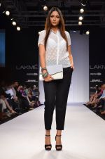 Model walk for Dorothy Perkins Show at LFW 2014 Day 2 in Grand Hyatt, Mumbai on 13th March 2014 (96)_53229cbac7a42.JPG