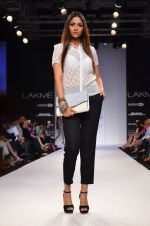 Model walk for Dorothy Perkins Show at LFW 2014 Day 2 in Grand Hyatt, Mumbai on 13th March 2014 (97)_53229cbb46bac.JPG