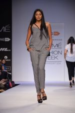 Model walk for Dorothy Perkins Show at LFW 2014 Day 2 in Grand Hyatt, Mumbai on 13th March 2014 (98)_53229cbbbfb47.JPG