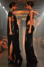 Model walk for Gaurav Gupta Show at LFW 2014 Day 2 in Grand Hyatt, Mumbai on 13th March 2014 (10)_53229b9815d3b.JPG