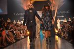 Model walk for Gaurav Gupta Show at LFW 2014 Day 2 in Grand Hyatt, Mumbai on 13th March 2014 (121)_53229bc74c007.JPG