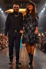Model walk for Gaurav Gupta Show at LFW 2014 Day 2 in Grand Hyatt, Mumbai on 13th March 2014 (123)_53229bc7ed926.JPG