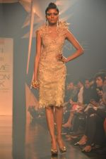Model walk for Gaurav Gupta Show at LFW 2014 Day 2 in Grand Hyatt, Mumbai on 13th March 2014 (24)_53229b9d0e121.JPG