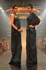 Model walk for Gaurav Gupta Show at LFW 2014 Day 2 in Grand Hyatt, Mumbai on 13th March 2014 (48)_53229ba7b6f0e.JPG