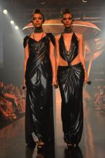 Model walk for Gaurav Gupta Show at LFW 2014 Day 2 in Grand Hyatt, Mumbai on 13th March 2014 (5)_53229b961e3e7.JPG