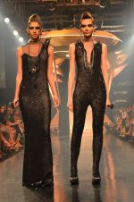 Model walk for Gaurav Gupta Show at LFW 2014 Day 2 in Grand Hyatt, Mumbai on 13th March 2014 (59)_53229bac8264f.JPG