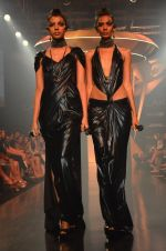 Model walk for Gaurav Gupta Show at LFW 2014 Day 2 in Grand Hyatt, Mumbai on 13th March 2014 (6)_53229b9676058.JPG