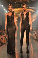 Model walk for Gaurav Gupta Show at LFW 2014 Day 2 in Grand Hyatt, Mumbai on 13th March 2014 (61)_53229bad4abb4.JPG