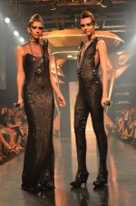 Model walk for Gaurav Gupta Show at LFW 2014 Day 2 in Grand Hyatt, Mumbai on 13th March 2014 (62)_53229bada39a4.JPG
