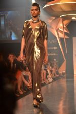 Model walk for Gaurav Gupta Show at LFW 2014 Day 2 in Grand Hyatt, Mumbai on 13th March 2014 (65)_53229baf30d43.JPG