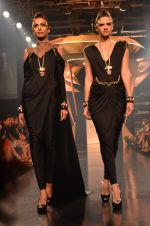 Model walk for Gaurav Gupta Show at LFW 2014 Day 2 in Grand Hyatt, Mumbai on 13th March 2014 (75)_53229bb4110da.JPG