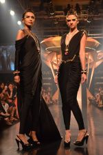 Model walk for Gaurav Gupta Show at LFW 2014 Day 2 in Grand Hyatt, Mumbai on 13th March 2014 (76)_53229bb47237f.JPG