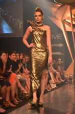 Model walk for Gaurav Gupta Show at LFW 2014 Day 2 in Grand Hyatt, Mumbai on 13th March 2014 (78)_53229bb55bd02.JPG
