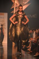 Model walk for Gaurav Gupta Show at LFW 2014 Day 2 in Grand Hyatt, Mumbai on 13th March 2014 (96)_53229bbc9a93d.JPG