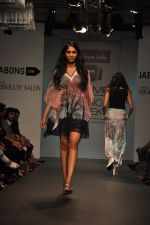 Model walk for Love From India Show at LFW 2014 Day 2 in Grand Hyatt, Mumbai on 13th March 2014 (48)_532268cd3dd0a.JPG