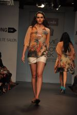 Model walk for Love From India Show at LFW 2014 Day 2 in Grand Hyatt, Mumbai on 13th March 2014 (55)_532268d0d62ac.JPG