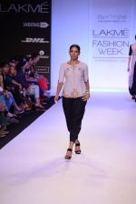 Model walk for Payal Singhal Show at LFW 2014 Day 2 in Grand Hyatt, Mumbai on 13th March 2014 (1)_532267e35118b.JPG