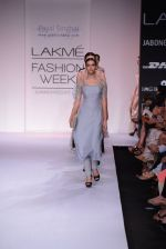 Model walk for Payal Singhal Show at LFW 2014 Day 2 in Grand Hyatt, Mumbai on 13th March 2014 (16)_532267e798c43.JPG