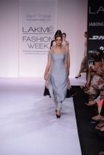 Model walk for Payal Singhal Show at LFW 2014 Day 2 in Grand Hyatt, Mumbai on 13th March 2014 (17)_532267e813641.JPG