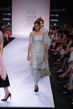 Model walk for Payal Singhal Show at LFW 2014 Day 2 in Grand Hyatt, Mumbai on 13th March 2014 (18)_532267e887768.JPG