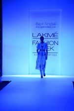 Model walk for Payal Singhal Show at LFW 2014 Day 2 in Grand Hyatt, Mumbai on 13th March 2014 (25)_532267ea0392b.JPG