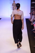 Model walk for Payal Singhal Show at LFW 2014 Day 2 in Grand Hyatt, Mumbai on 13th March 2014 (3)_532267e46d50f.JPG