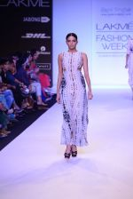 Model walk for Payal Singhal Show at LFW 2014 Day 2 in Grand Hyatt, Mumbai on 13th March 2014 (34)_532267eda4fd3.JPG